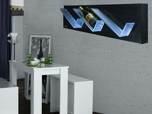 portabottiglie da parete in ferro con ripiani illuminati1