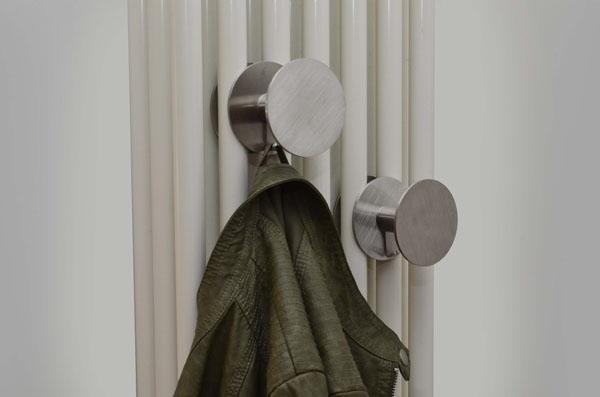 Kleiderbügel für Heizkörper aus satiniertem Edelstahl und Handtuchheizkörper