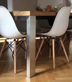 tavolo con gambe in acciaio inox