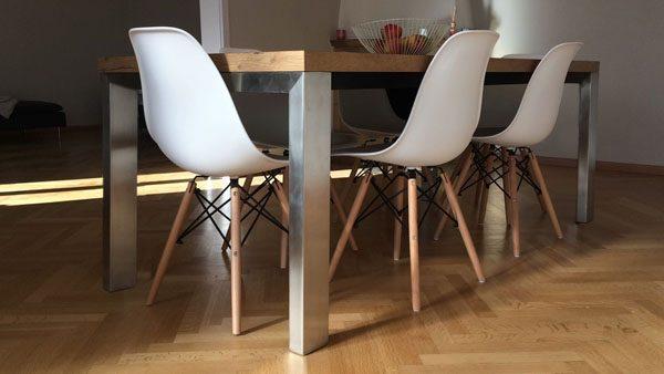 tavolo con gambe in acciaio inox 1